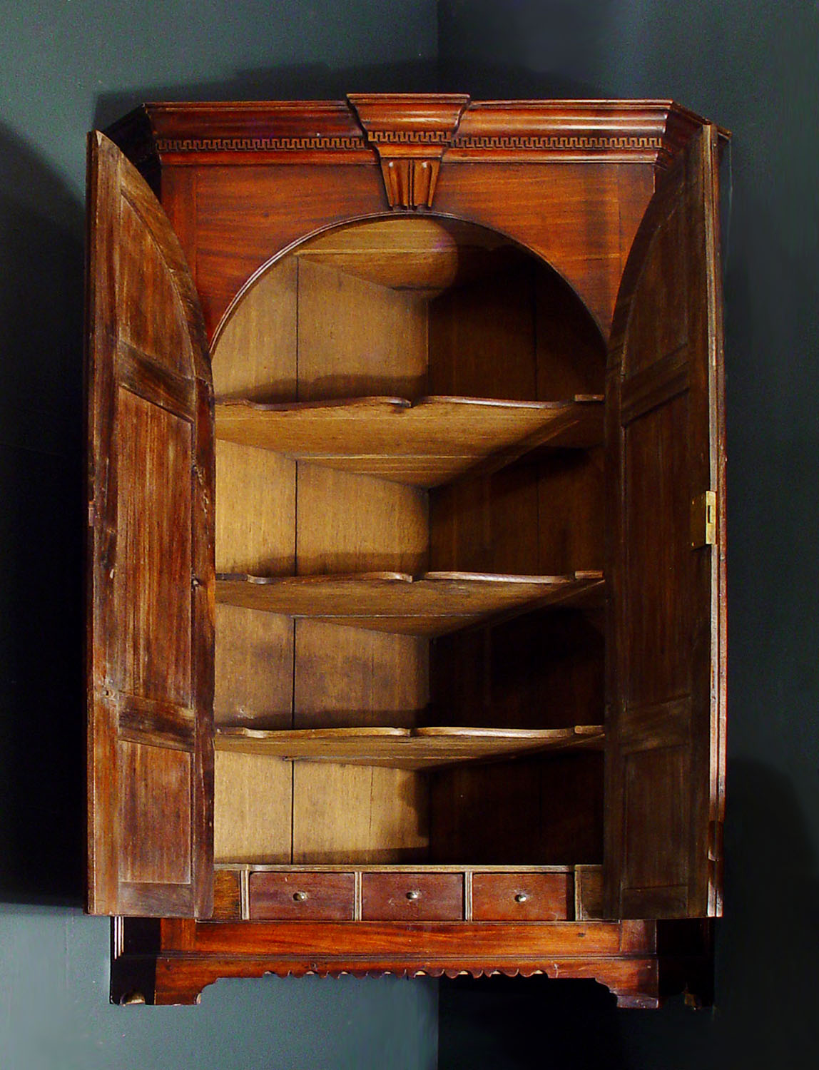 Antique George III Corner Cupboard in Mahogany with oak shelves