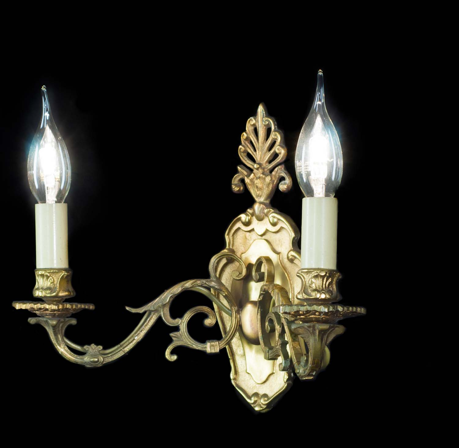A 20th century pair of Regency style brass wall lights