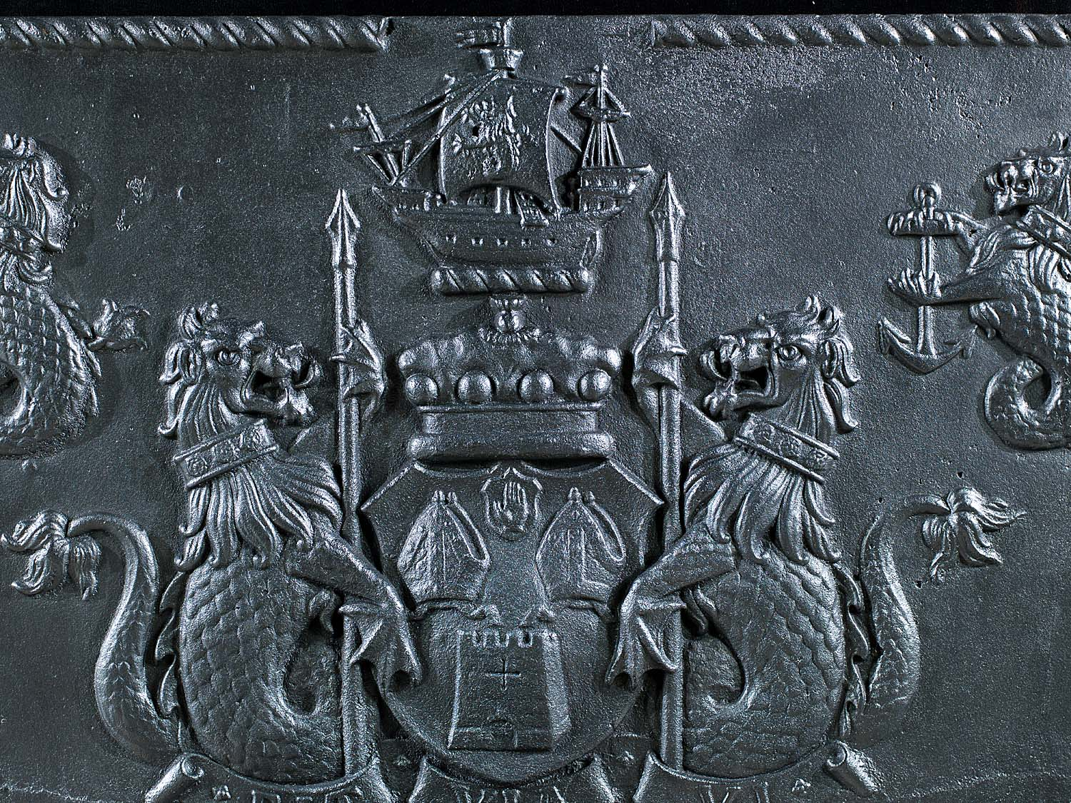 An early 20th century heraldic fire back
