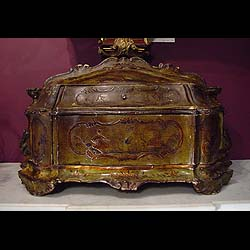 8950: A Venetian Lacquered ladies jewel box with two drawers. 18th century, circa 1780.